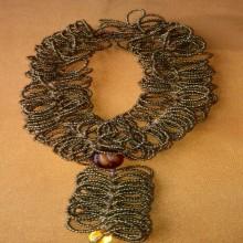 collier médaille en perle