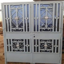 porte vitrée avec grille